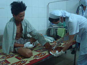 The victim receiving trauma treatment at the pronvincial hospital in Dong Ha
