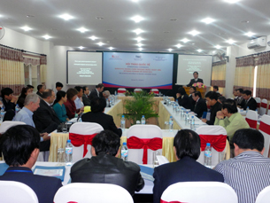 Standing Deputy Chairman of Quang Tri Province People's Committee, Mr. Nguyen Duc Chinh, delivers his opening speech.