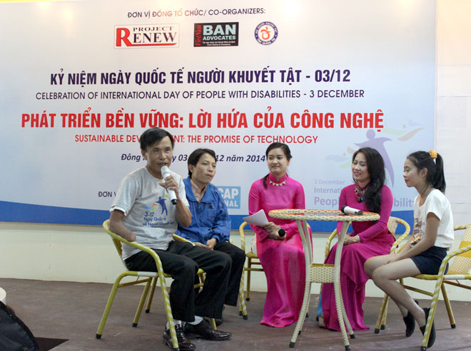 Vietnam Ban Advocate Pham Quy Thi and other exemplary disabled persons who overcame their tragedies joining a roundtable talk with elite artist Van Khanh.