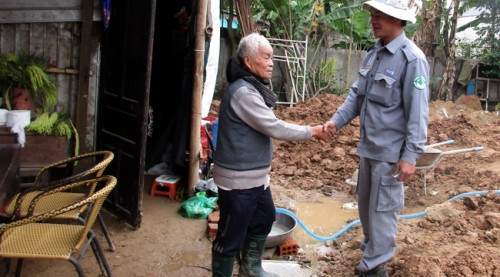 Nguyen Duc Binh thanked the team for their rapid response.  After the team departed, the bricklayers resumed their work – much relieved, and reassured.